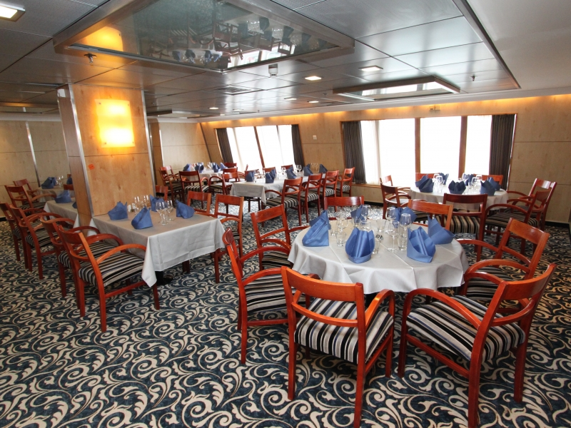 ocean-endeavour-polaris-restaurant-2