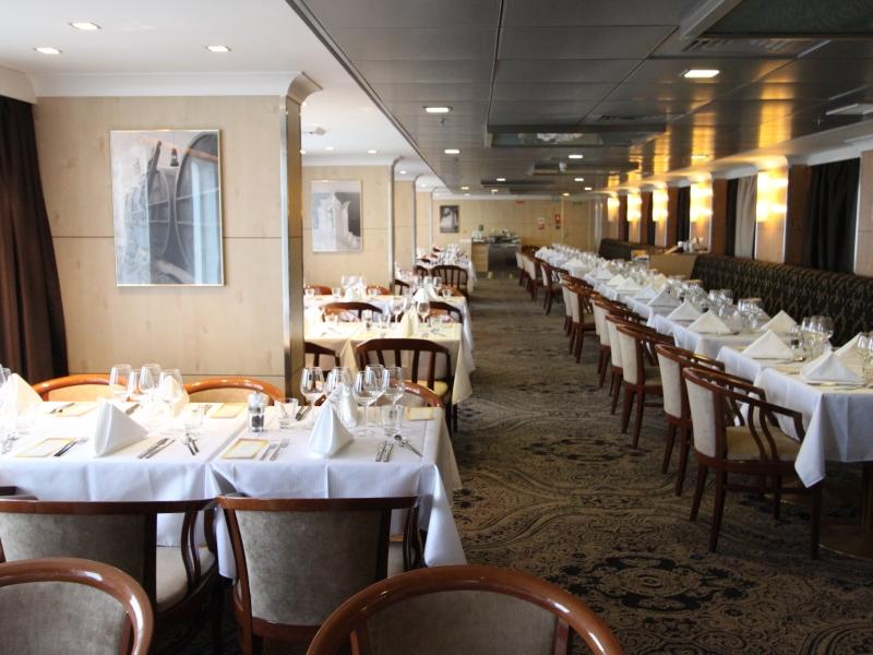 ocean-endeavour-polaris-restaurant-3
